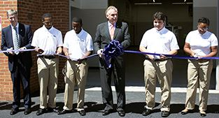 Governor joins students in ribbon cutting for precision machine lab.